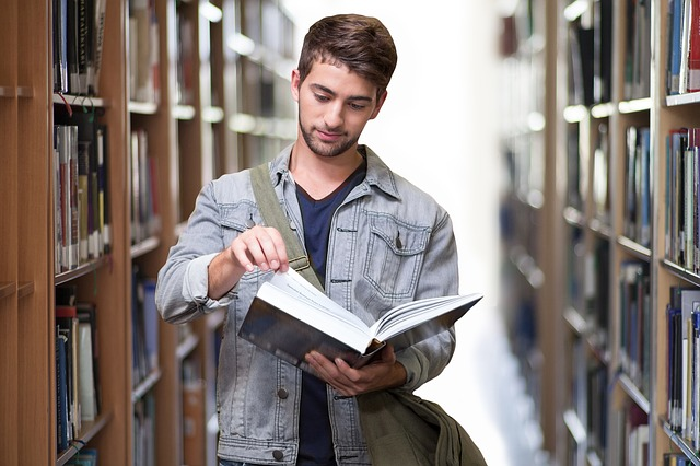 student v knihovně.jpg